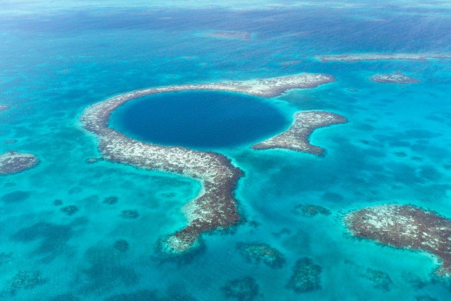 Le grand trou bleu, au large des côtes du Belize. (© Milosk50 - Fotolia))