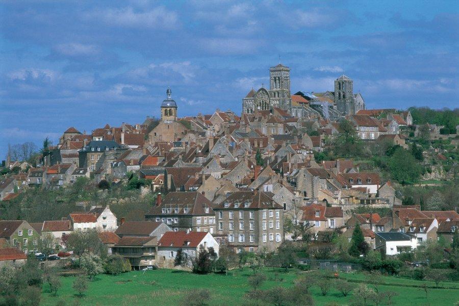 Vue de Vézelay. (© ITZAK NEWMANN - ICONOTEC))