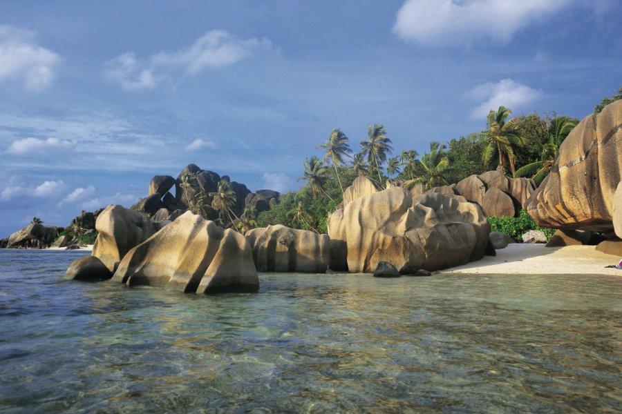 Les roches de granit de l'Anse Source d'Argent. (© Tom PEPEIRA - Iconotec))