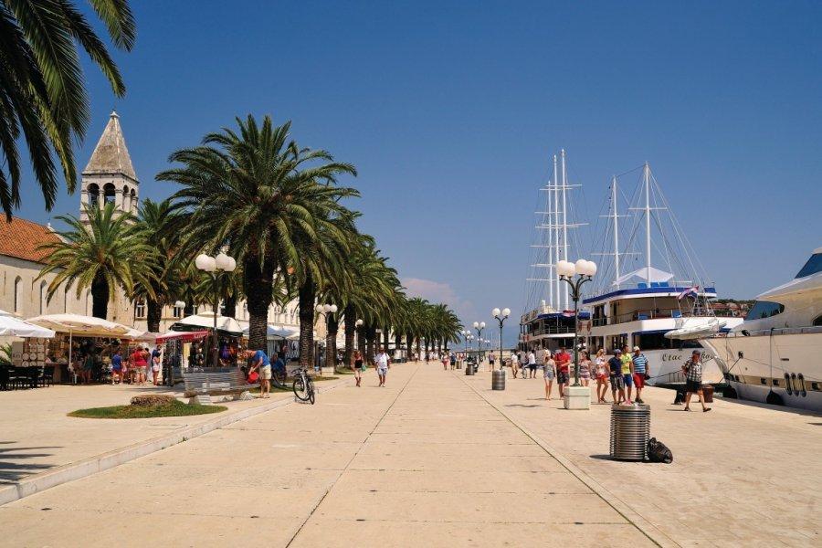Promenade sur le front de mer à Trogir. (© Torsten Becker))