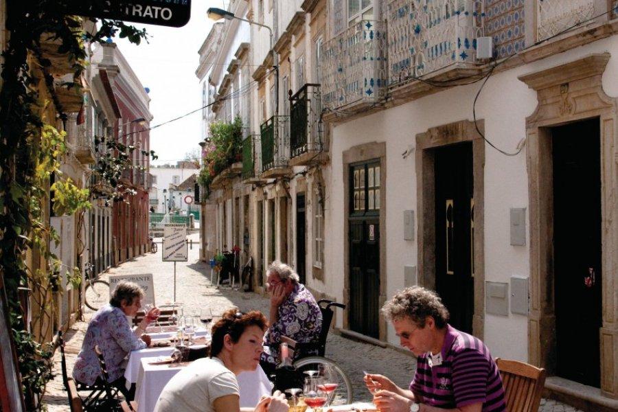 À la terrasse d'un restaurant à Tavira. (© Maxence Gorréguès))