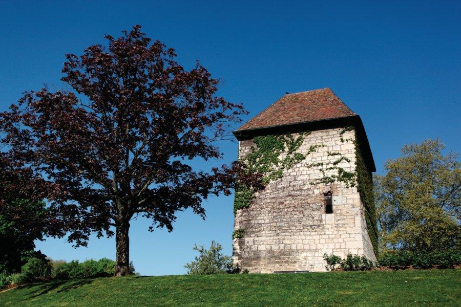 La tour carrée des Glacis (© Laurent - iStockphoto.com))