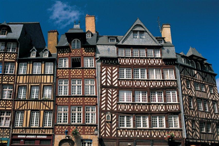 Maisons sur la place du Champ-Jacquet. (© S.NICOLAS - ICONOTEC))