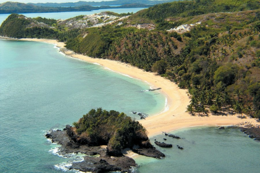 Survol en ULM de Nosy Be, l'île de Nosy Sakatia (© Arnaud BONNEFOY))