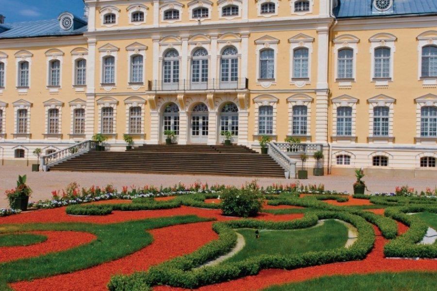 Palais de Rundāle et son jardin à la française. (© Serge OLIVIER - Author's Image))