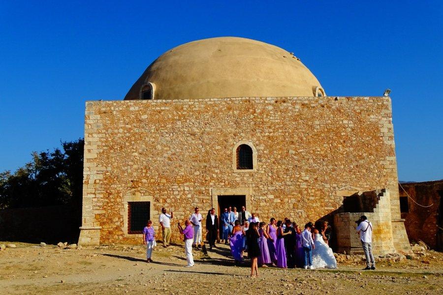 Scène de mariage dans la forteresse de Rethymnon. (© Pauline BOYER))