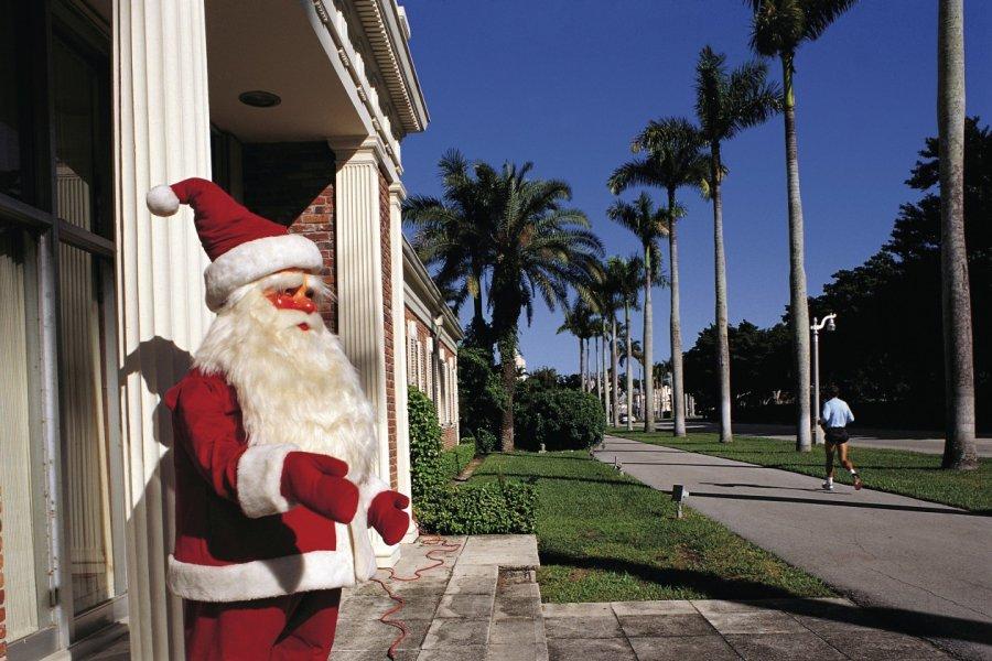 Père Noël sous le soleil de Palm Beach. (© Siegfried Stoltzfuss - Iconotec))