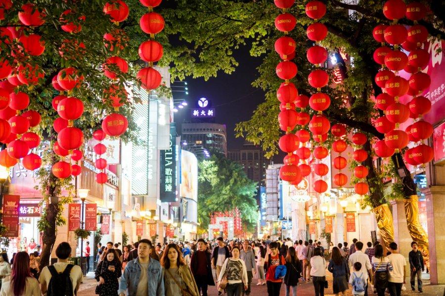 Les rues animées de Guangzhou. (© thebigland - Shutterstock.com))
