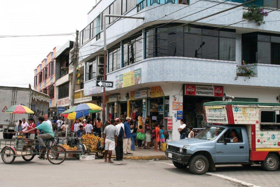 Rue commerçante à Coca. (© Stéphan SZEREMETA))