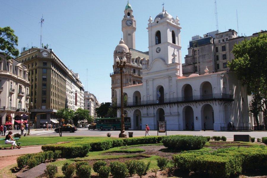Plaza de Mayo, Iglesia Frente. (© Maxime DRAY))