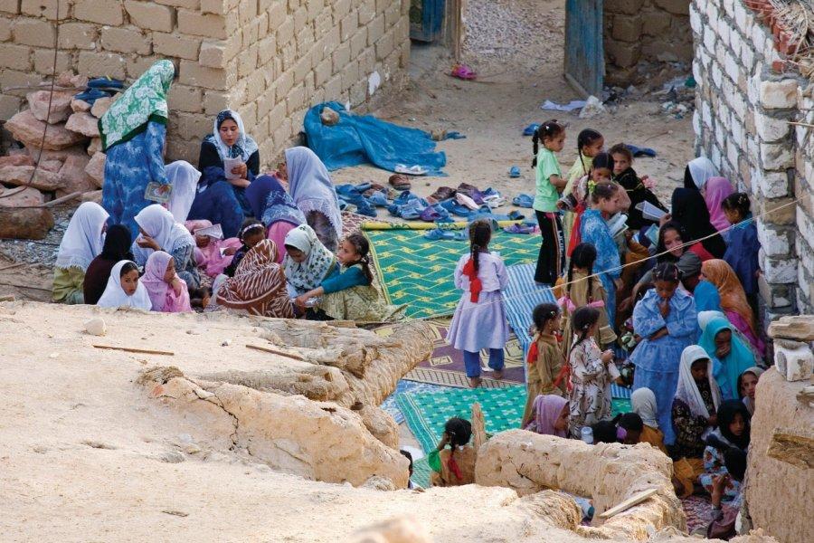 Fillettes passant leur examen de connaissance du Coran. (© Sylvain GRANDADAM))
