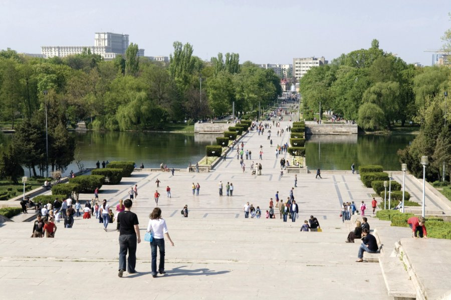 Promenade dans le parc Carol. (© Alamer - Iconotec))