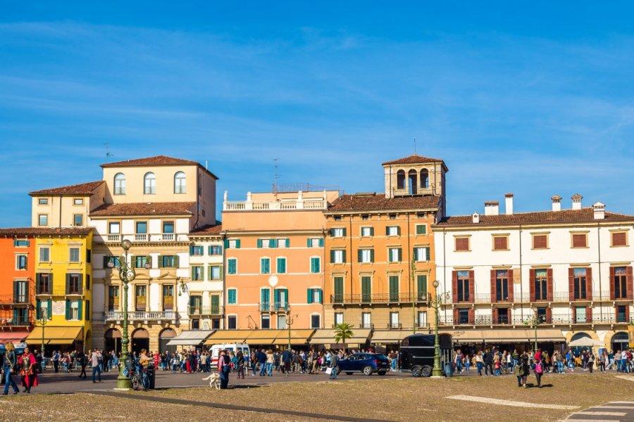 La Piazza Bra, Verone. (© Leonid Andronov - Shutterstock.com))