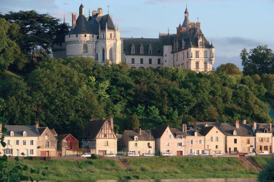 Le château et le village au bord de la Loire - Chaumont-sur-Loire (© MARIE-MONIQUE.PÉAN - XILOPIX))