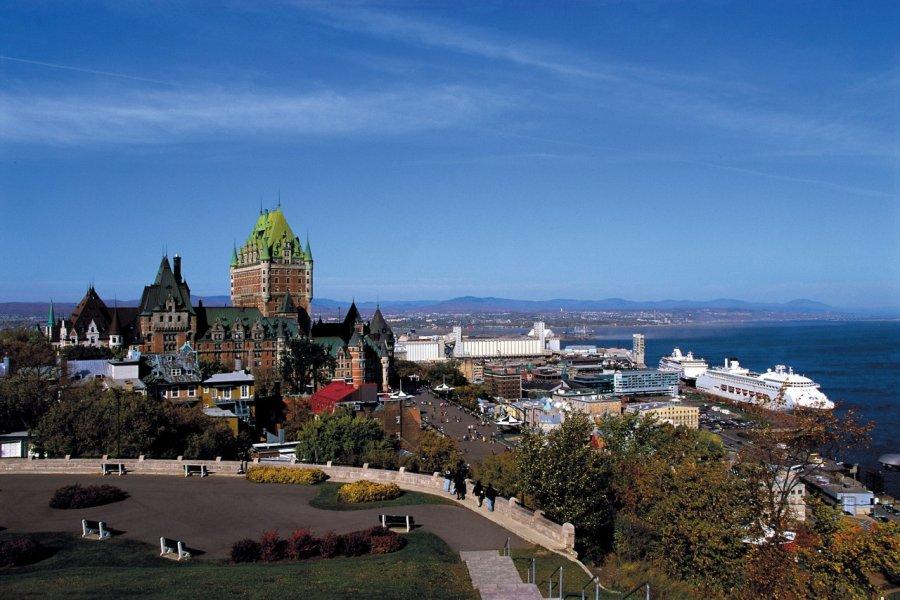 Vue panoramique sur le Vieux-Québec et le port. (© Author's Image))
