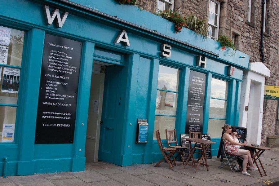 Wash Pub. (© Lawrence BANAHAN - Author's Image))