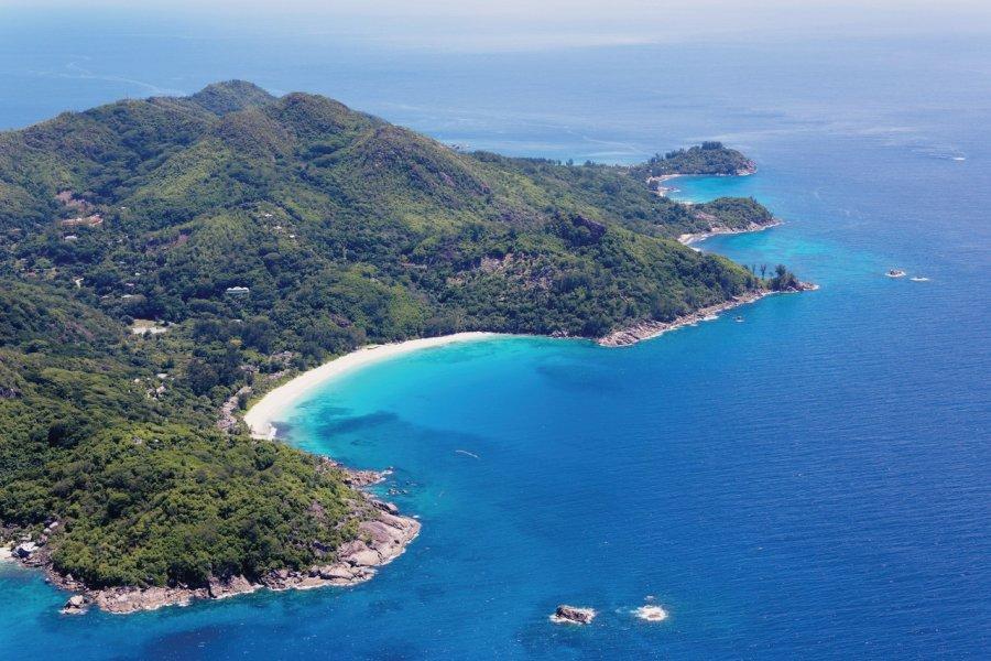Vue aérienne de la plage de l'Intendance. (© Barbara & Hartmut Röder - Office du tourisme des Seychelles))
