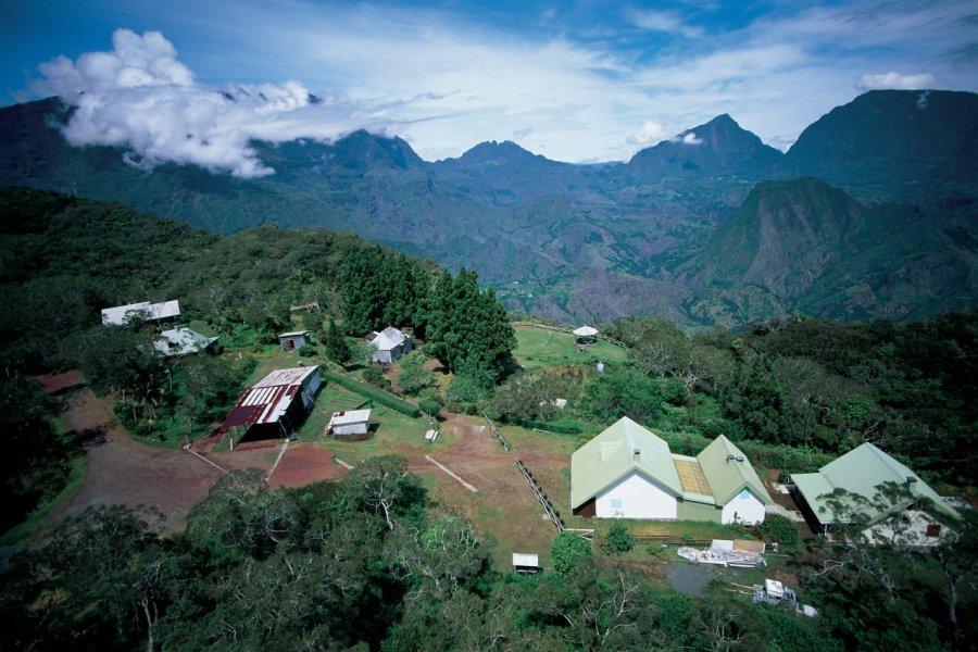 Habitations du cirque de Cilaos. (© Itzak Newmann - Iconotec))