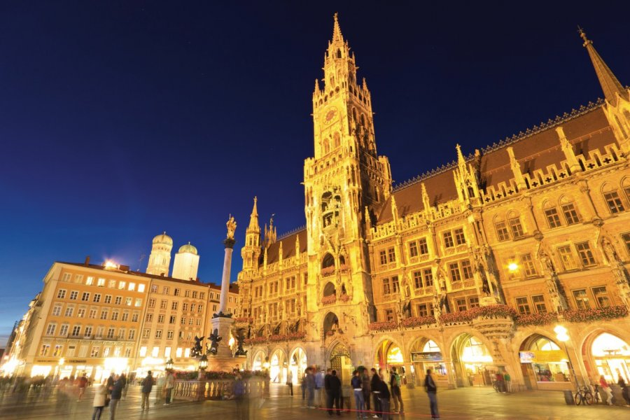 Neues Rathaus. (© Lawrence BANAHAN - Author's Image))
