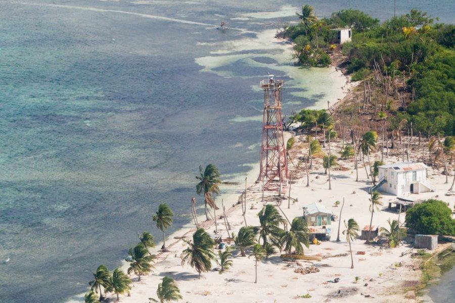 Vue aérienne de Lighthouse Reef. (© Wollertz - Shutterstock.com))