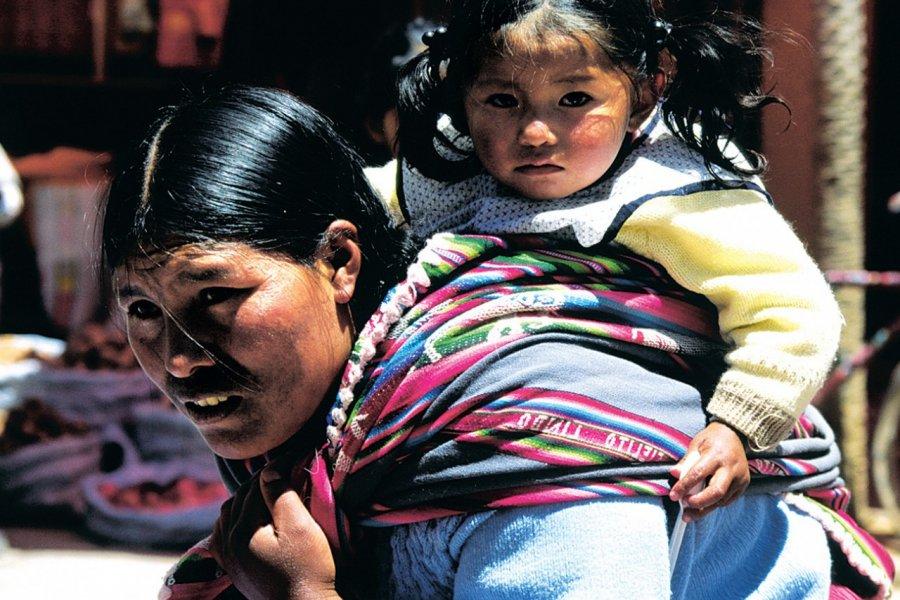 Bolivienne et sa fille dans les rues de La Paz. (© Sylvie LIGON))