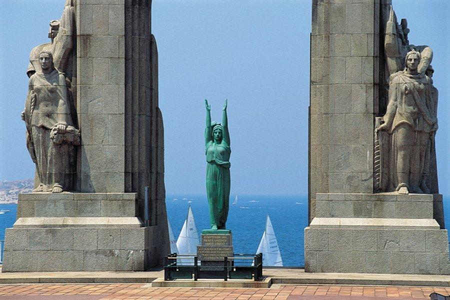 Le Monument aux morts de l'Armée d'Orient et des terres lointaines - Corniche de Marseille (© JOHN FRECHET - ICONOTEC))