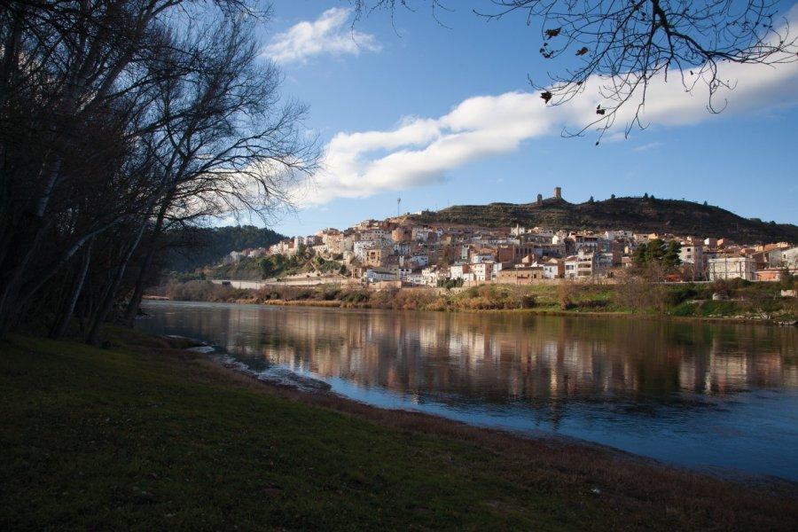 Ascó, village lové sur les bords de l'Ebre. (© Patronat Turisme Diputació Tarragona - Terres de l'Ebre))