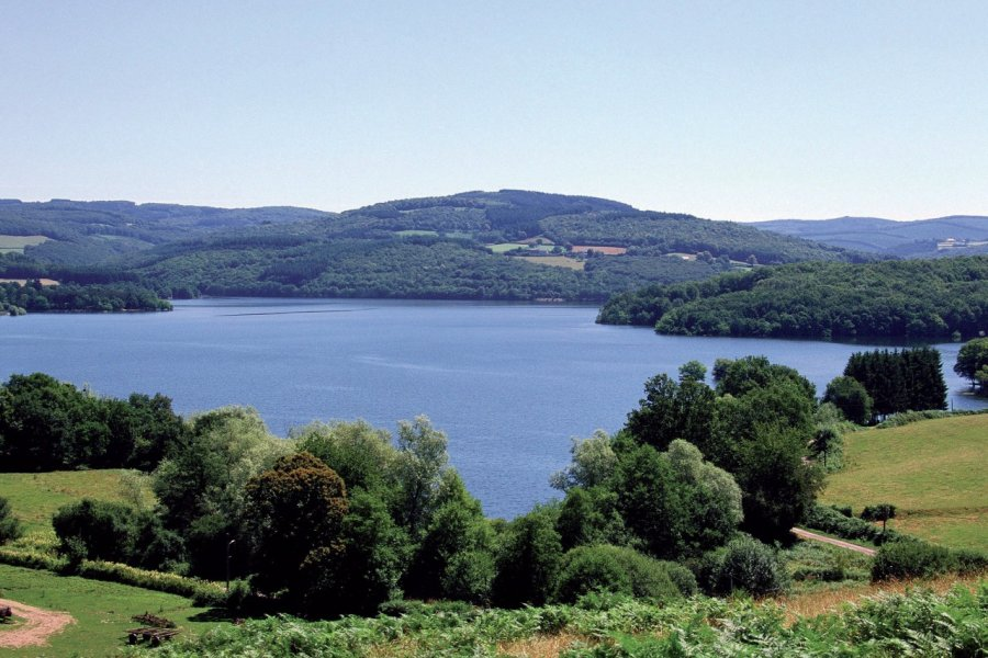 Le lac de Pannecière (© PHOVOIR))