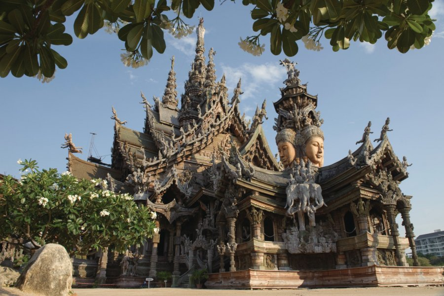 Sanctuary of Truth, Pattaya. (© pinponpix))