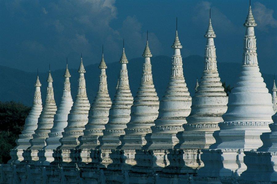 Stūpas à Mandalay. (© Marc Auger - Iconotec))