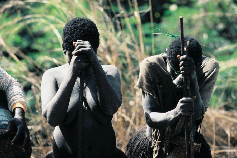 Femmes en deuil (© Ettore Venturini - Iconotec))