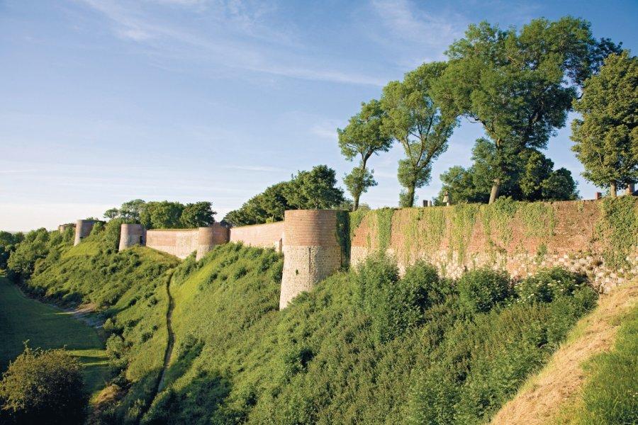 Les remparts de la ville et leurs tours (© Olivier LECLERCQ))
