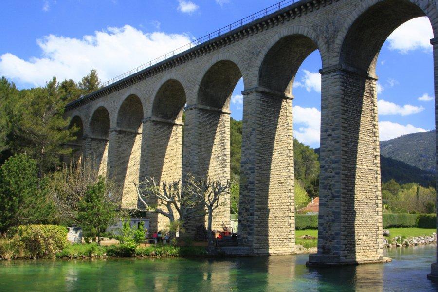 Fontaine de Vaucluse, l'aqueduc. (© HOCQUEL Alain - Coll. CDT Vaucluse))