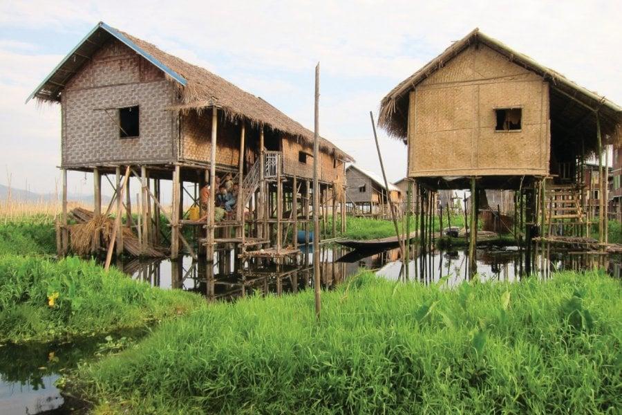 Les villages sur pillotis sur les lacs. (© Stéphan SZEREMETA))