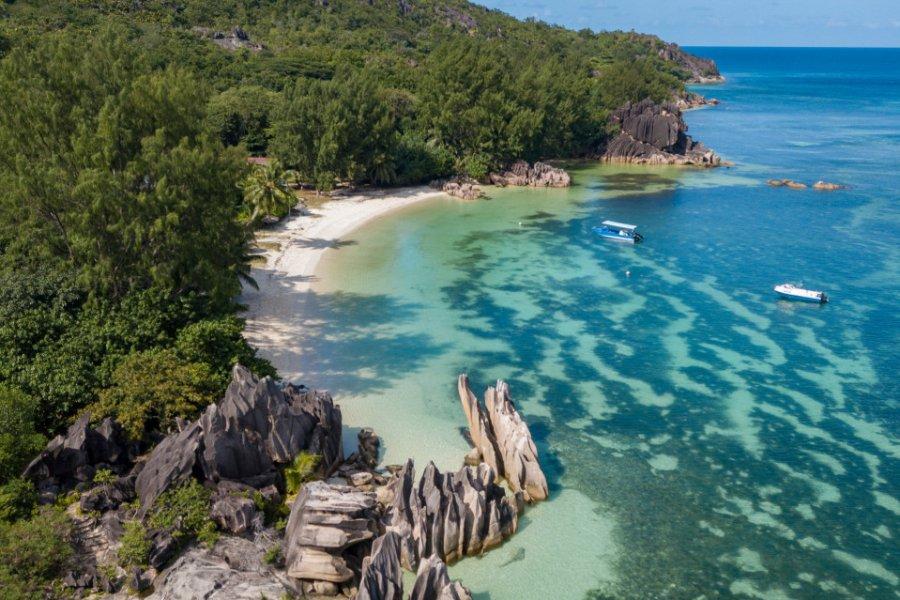 La magnifique côte de l'île Curieuse. (© ReneGamper - Shutterstock.com))