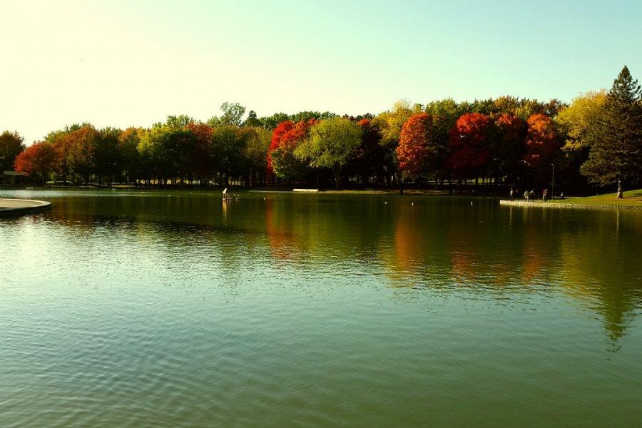 Lac aux Castors dans le parc du Mont-Royal. (© Michelle MAYER))