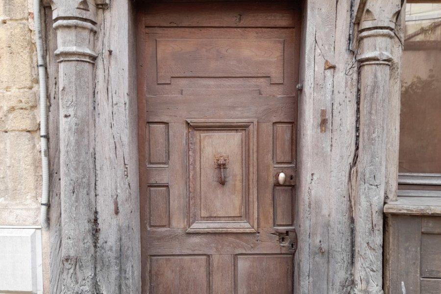 Vieille porte rue Voltaire à Chinon. (© Alexandre BLOND))