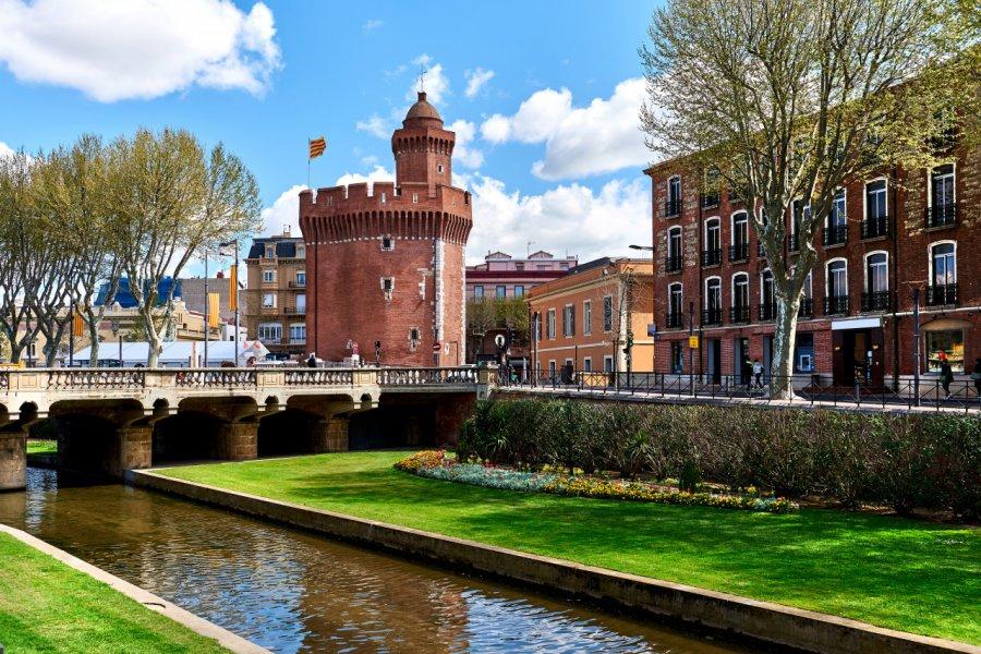 Vue sur le canal et le Castillet de Perpignan. (© Alex Tihonov - stock.adobe.com))