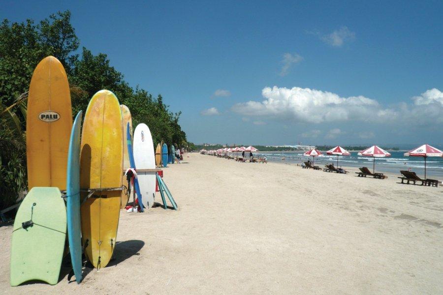 Grande plage de Kuta, paradis des surfeurs. (© Stéphan SZEREMETA))