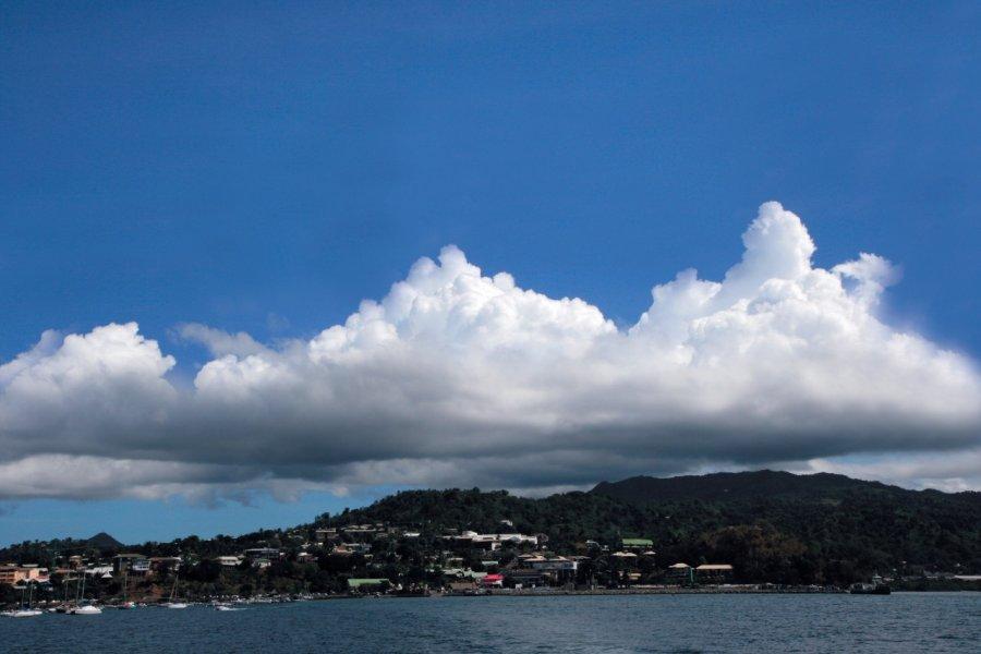 De gros nuages s'accumulent parfois au dessus de Grande Terre. (© Stéphan SZEREMETA))