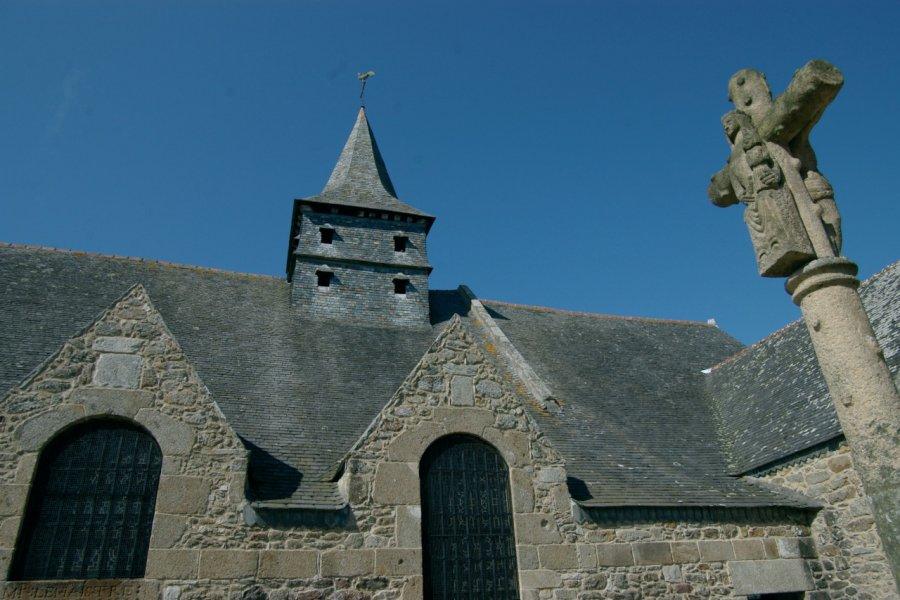 L'église bretonne de Dinard et son calvaire (© Stéphan SZEREMETA))