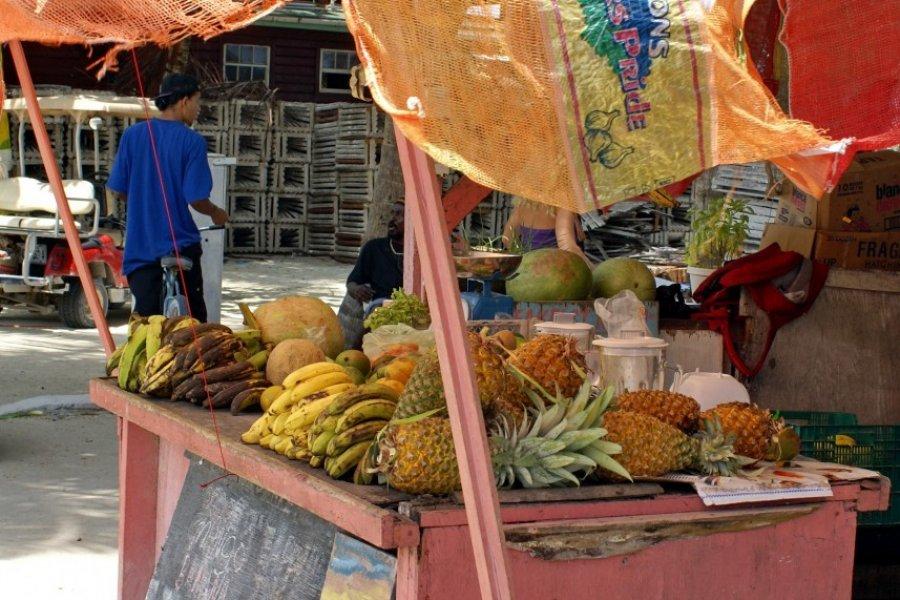 Vente de fruits frais à Caye Caulker. (© Angela N Perryman - Shutterstock.com))