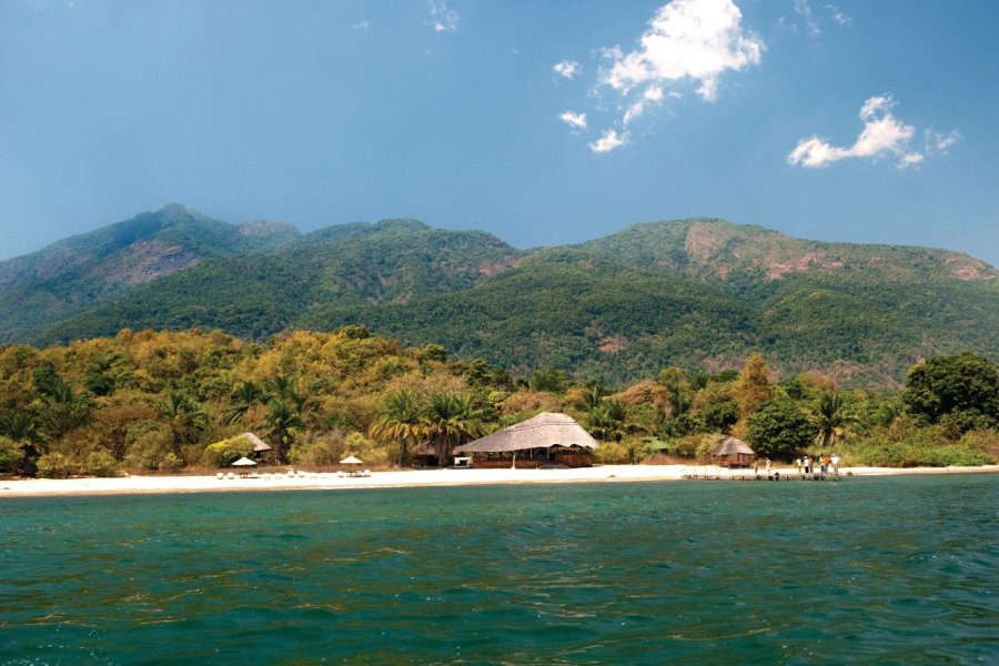 Lodge du Mahale Mountains National Park, au bord du Lake Tanganyika (© iStockphoto.com/stevenallan))