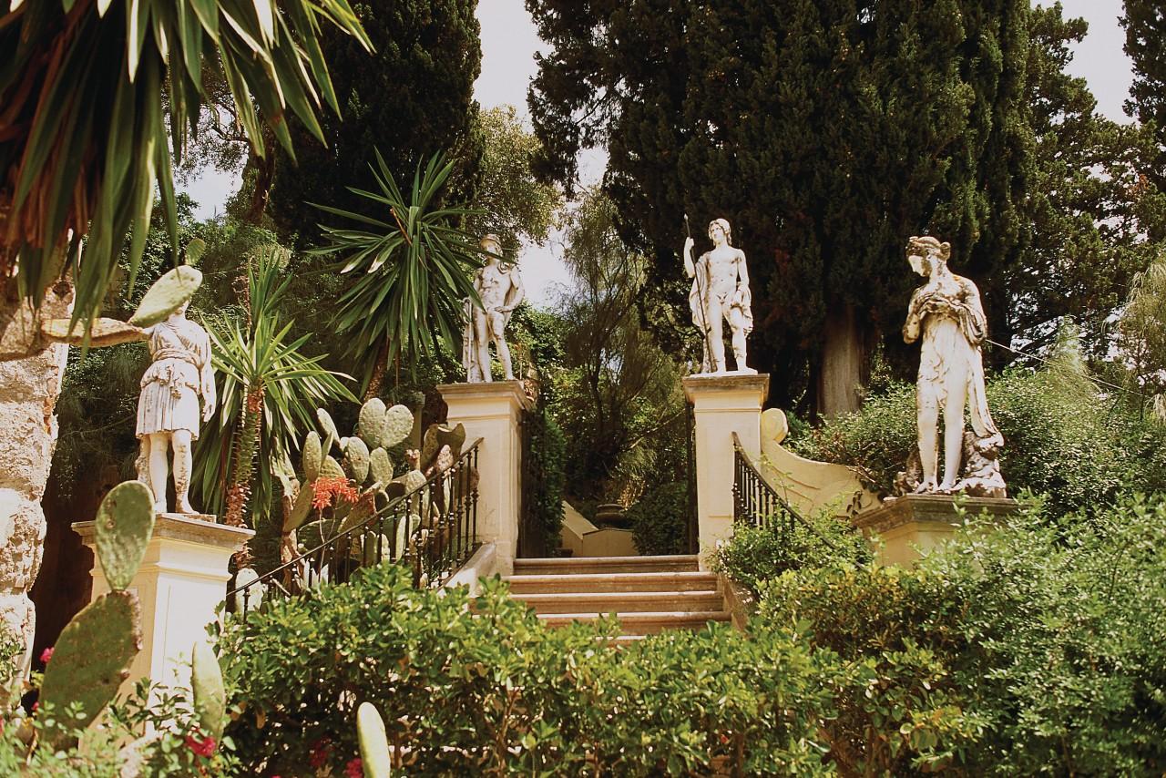 Le jardin de l'Achilleon. (© Author's Image))
