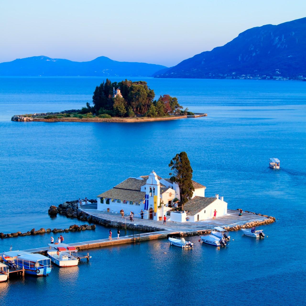 Monastère de Vlachernes, sur la presqu'île de Kanoni. (© Rostislav Ageev - Shutterstock.com))