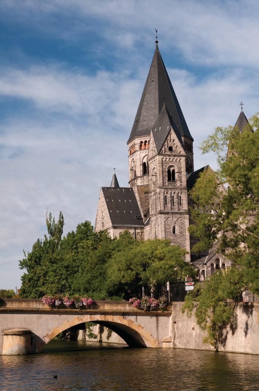 Le Temple Neuf et le pont des Roches (© Nicolas Rung - Author's Image))