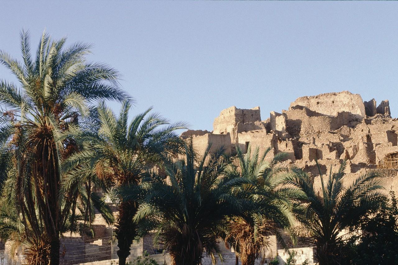 Oasis de Djanet, antiguo ksar en la cima de la colina