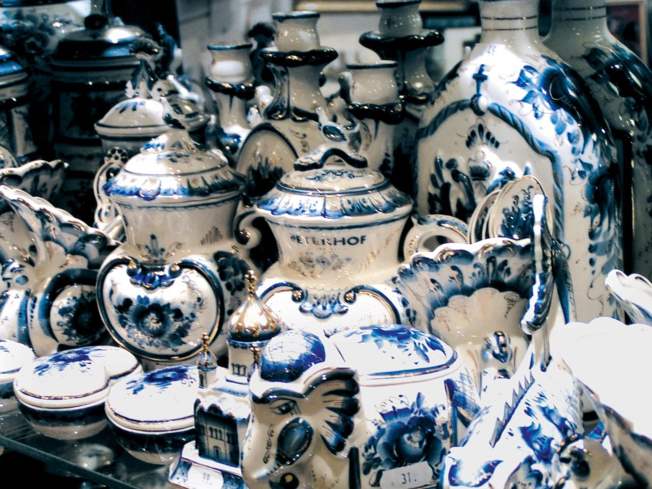 Porcelaine de Gjel. (© Stéphan SZEREMETA))