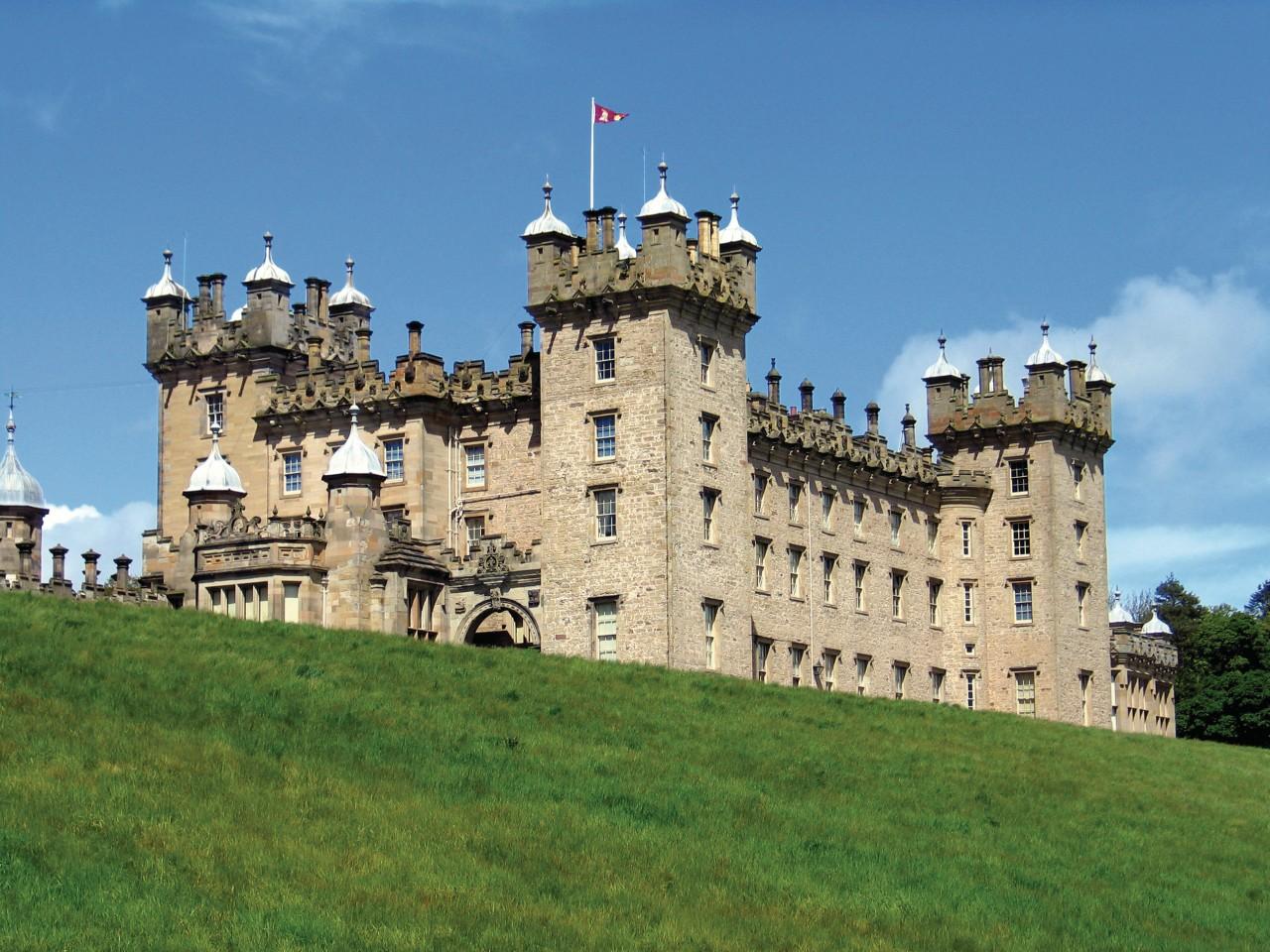 Floors Castle. (© McMephisto - iStockphoto.com))