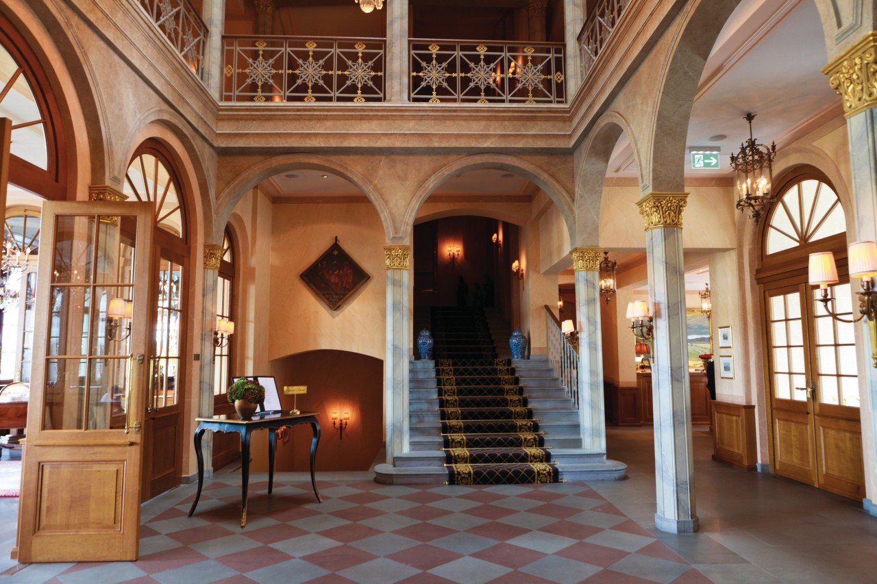 The hall of the Hotel Les Trois Kings.